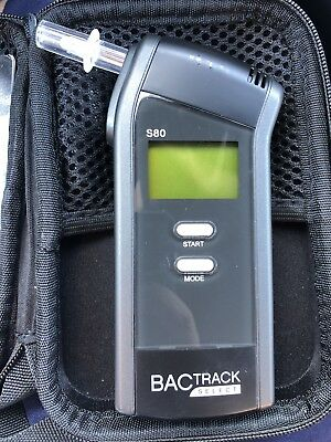 BACtrack S80 Professional Breathalyzer W/ Case, 2 New Tips, Tested Works Great!
