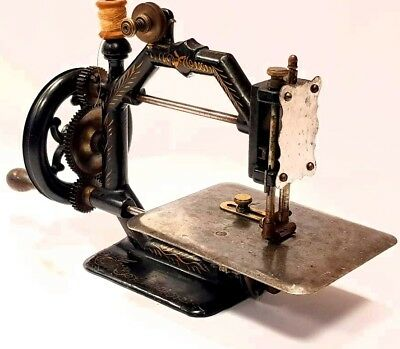 NICE!,Antique octogonal sewing machine JHONSON CLARK gold medal rare circa 1879