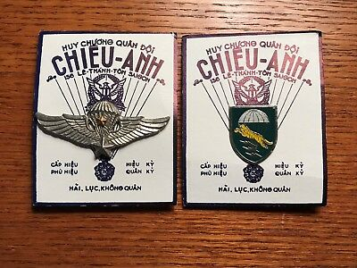 South Vietnamese (ARVN) Special Forces Crest and Senior Jump Wings on Card