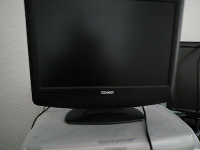 Small freeview tv with built in dvd slot and remote control