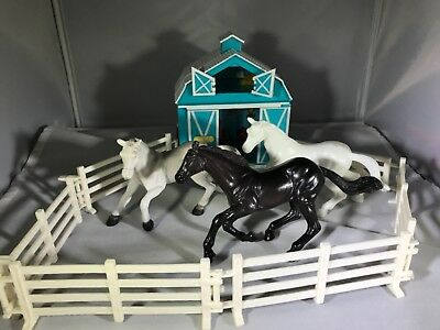Breyer Classics #699 Country Stable Wash Stall, blue horse barn accessories