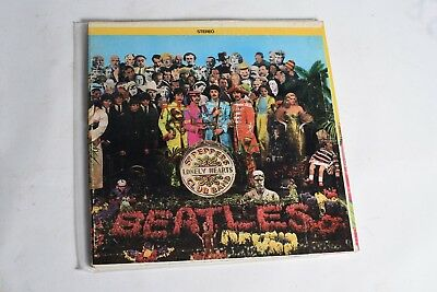 The Beatles Sgt. Peppers Lonely Hearts Club Band LP on Capitol SMAS-2653 Apple L