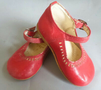 VINTAGE CHILDS SHOES RED SIZE 4 made in spain LITTLE CHERUB  MAN MADE FIBRE