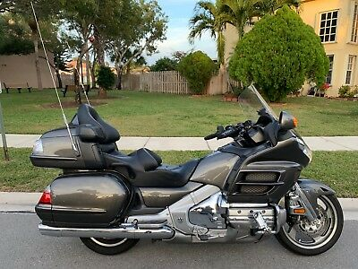 2010 Honda Gold Wing  2010 HONDA GL1800HPMA GOLDWING