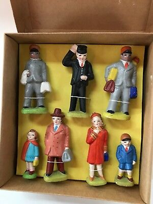 Set: Large Railway Figures, 7 pieces, great condition, attractive