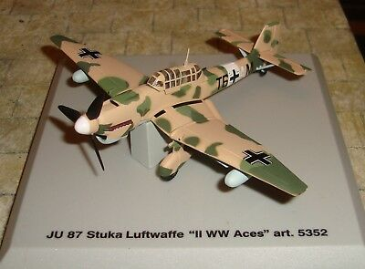 Armour Collection - Ju 87 Tropical Stuka - Luftwaffe Ww Ii Aces - 1:100 -Boxed