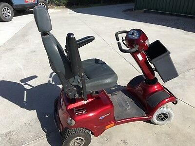 QUALITY INVACARE AURIGA 10 MOD. 4 WHEEL MOBILITY SCOOTER. New H.D. Batteries