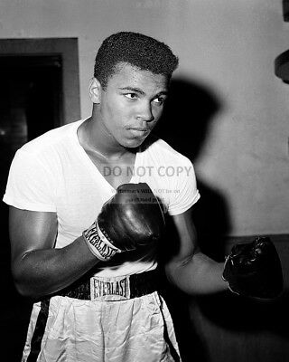 Cassius Clay @ The City Parks Gym In New York Muhammad Ali - 8X10 Photo (Dd-155)