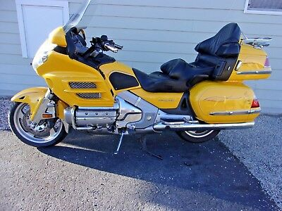 2005 Honda Gold Wing  2005 HONDA GOLDWING GL1800, HOT ROD YELLOW, REVERSE,  LOADED, EXTRAS, EXCELLENT!