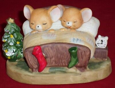 Porcelain Figurine Christmas Mice In Bed Stock No 54-014 Taiwan