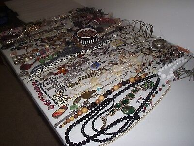 Large Job Lot Of Broken Modern And Vintage Costume Jewellery Crafts /repair (1A)