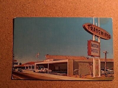 California, Fresno. Tradewinds Motor Motel. Vintage Chrome Postcard.