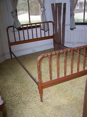 Antique Jenny Lind Style Full Bed  Spindle Light Wood