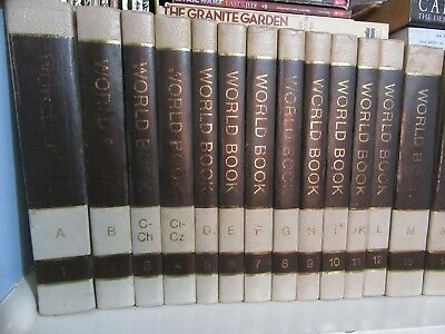Vintage 1975 World Book Encyclopedia x 26, 2 Dictionary, 29 Year Books, 57 Books
