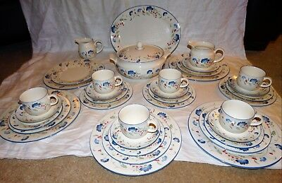 ROYAL DOULTON EXPRESSIONS,WINDERMERE DESIGN 35 Pc DINNER AND TEA SERVICE.