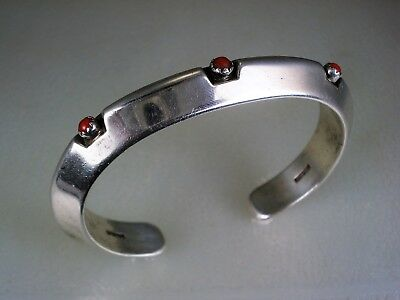 VINTAGE Neal Paquin PUEBLO INDIAN CARINATED STERLING SILVER & RED CORAL BRACELET
