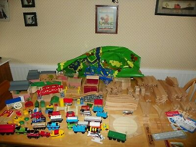 Thomas Train 270 pcs 27 Trains 15 Buildings 190 Track 27 Accessories Play Mat