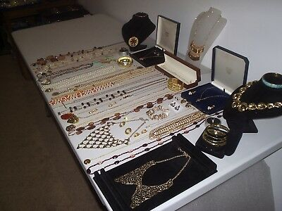 Large Job Lot Of Vintage & Costume Jewellery Necklaces Bracelets Earrings (L)
