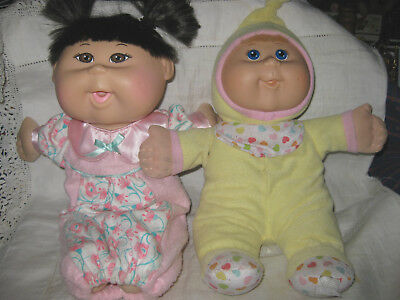 2 Small Cabbage Patch Kids Baby Dolls Incl 1 Asian