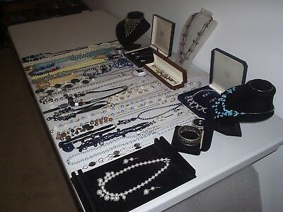 Large Job Lot Of Vintage & Costume Jewellery Necklaces Bracelets Earrings (G)