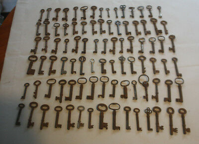 Joblot Collection of 90 Antique Assorted Vintage Old Keys (a.small/medium).