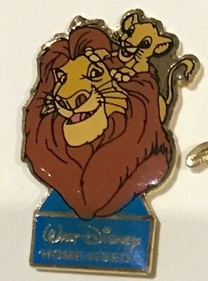 Pin's disney Le roi lion