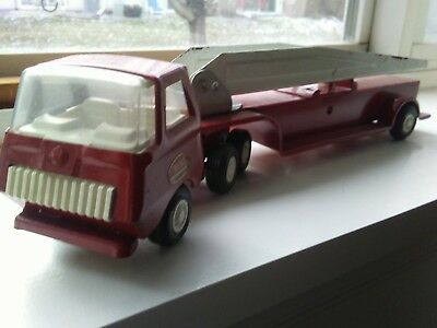 Vintage TONKA Red &white Fire Truck with Ladder ~ Press Metal ~1970's.semi nice