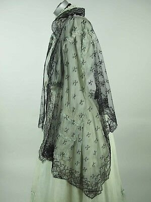Antique Victorian Black Chantilly Lace Shawl In Excellent Condition