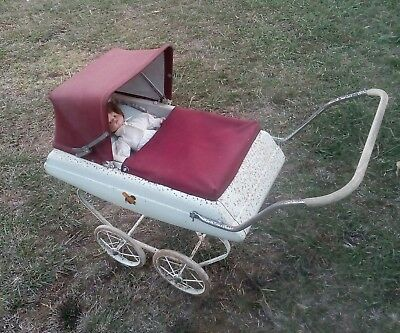 Triang ( Tri-Ang) Vintage  Old Push Doll Pram~Made In Great Britain~Collectable