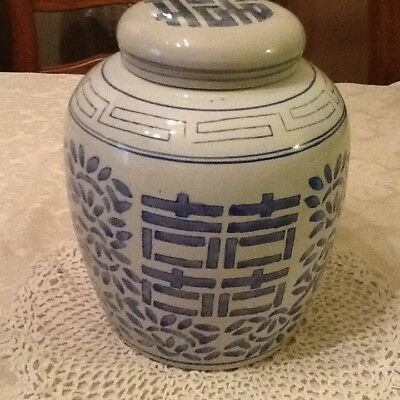 Chinese Double Happiness Ginger Jar, blue & white porcelain Crock Vase with Lid