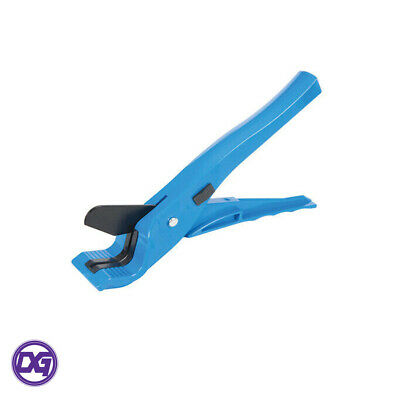 Silverline Plastic Pipe Cutter 3-28mm 830490 for use on pipes such as MDPE