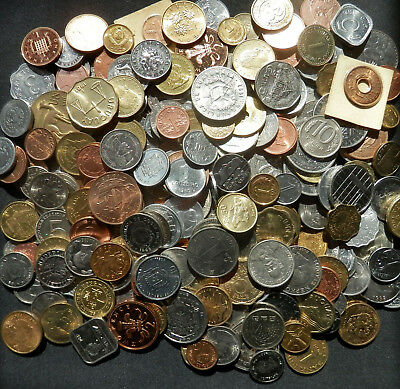 A Bag Of Foreign Coins: 25 Diff Uncirculated Coins From Around The World