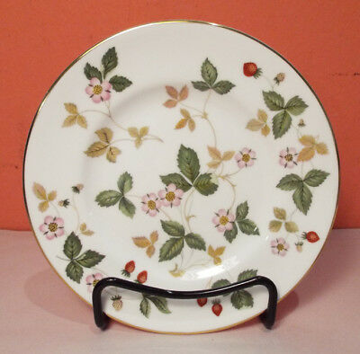 Wedgwood WILD STRAWBERRY Bread and Butter Plate Bone China R4406