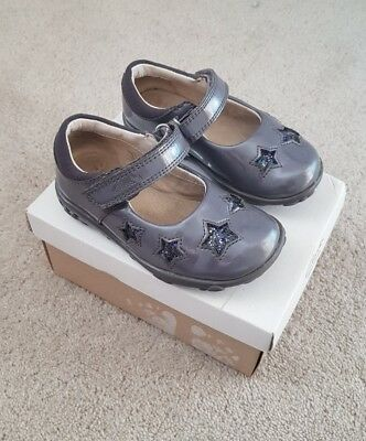 06e3274e32d NEW CLARKS GIRLS Ella Glow Grey Patent Leather Lights First Shoes UK ...