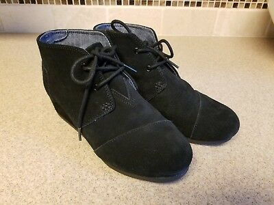 60eb2b46753 Toms Black Suede Desert Wedge Ankle Boots Lace-Ups Girls SIZE 4.5 Youth