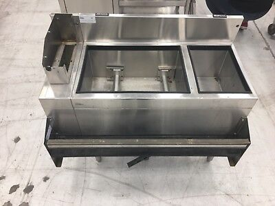 jockey box 3.5 ft x 2 ft. Stainless steel. Glas tender. With speed rail/drain.