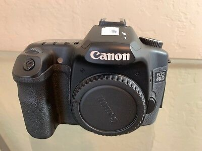 CANON EOS 40D Digital SLR Camera Black with battery/charger