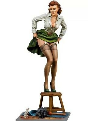 Poker Girl Unwelcome Visitor 80mm 1/22 Resin Model Kit WW2 pin up