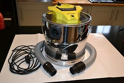 PARKSIDE 1200W Ash Vacuum Cleaner is on