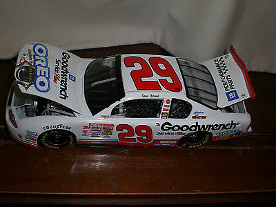 Kevin Harvick #29 ROOKIE GM Goodwrench Oreo Monte Carlo 2001 Action 1:24 NASCAR