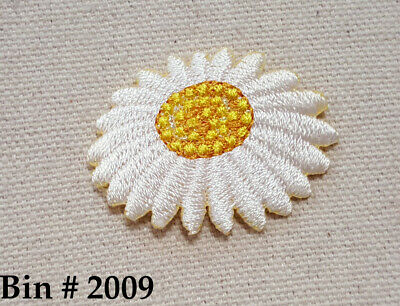 """1pc Small WHITE / YELLOW  DAISY FLOWER IRON ON EMBROIDERED APPLIQUE PATCH 1 5/8"""""""
