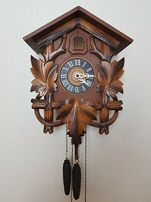 Vintage Black Forest Classic Cuckoo Clock in perfect condition ( around 1960)