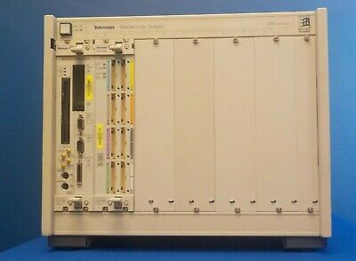 Tektronix TLA 711 Logic Analyzer Mainframe w/ 1x TLA7M4 1x TLA700