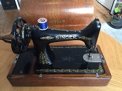 Vintage / Antique SINGER Sewing Machine With Bentwood Case.