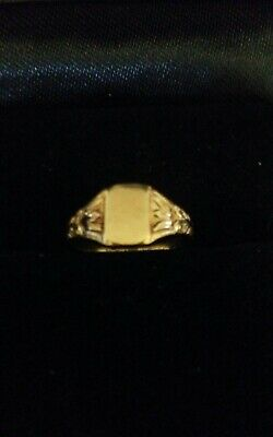 Vintage 10k baby signet ring with no initial.
