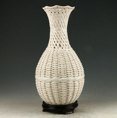 Decoration Dehua Porcelain Hand Carved Hollow Out Vase AAA0255