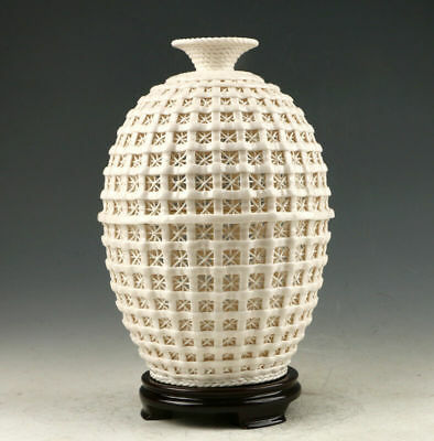 Decoration Dehua Porcelain Hand Carved Hollow Out Vase AAA0254