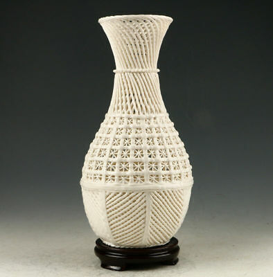 Decoration Dehua Porcelain Hand Carved Hollow Out Vase AAA0256