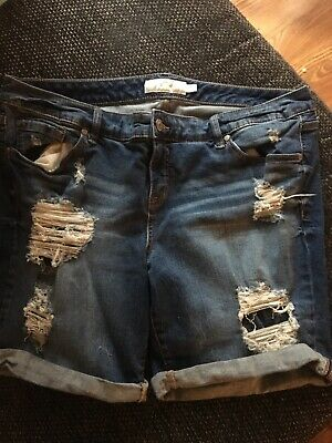 2b3b8bee55e NWOT TORRID White Denim Jean Shorts Distressed Tassels plus size 22 ...