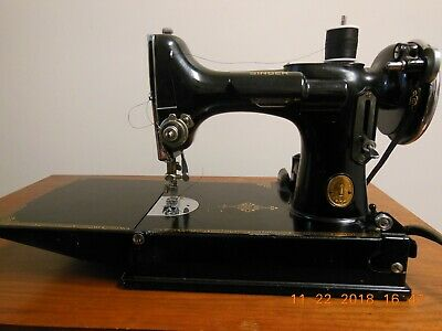 Vintage 1934 Singer 221 Featherweight Sewing Machine With Case